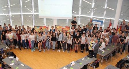 """""""Zum Ende des Workshops mit den Jugendlichen aus Forst (Lausitz) - das Gruppenbild"""" © Ch. Müller"""